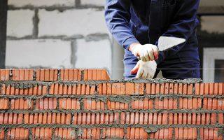 Στα 139 άρθρα του ν/σ περιλαμβάνονται, μεταξύ άλλων, τροποποιήσεις στον οικοδομικό κανονισμό και στη νομιμοποίηση αυθαιρέτων (φωτ. SHUTTERSTOCK).