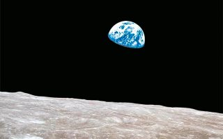 «Ξεκινήσαμε να εξερευνήσουμε τη Σελήνη και ανακαλύψαμε τη Γη», είχε δηλώσει ο αστροναύτης Μπιλ Άντερς, που συμμετείχε στην πρώτη αποστολή του Apollo 8, το 1968. © VISUALHELLAS.GR