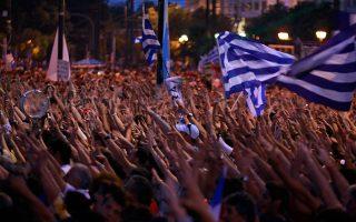 Πόσο ευθύνεται ο θυμός για τη ροπή της κοινωνίας προς το χάος; Είναι ένα από τα ερωτήματα που πραγματεύεται το νέο βιβλίο του Τάκη Θεοδωρόπουλου (φωτ. από διαδήλωση των «Αγανακτισμένων» στο Σύνταγμα το 2011). (Φωτ. AP/Lefteris Pitarakis)