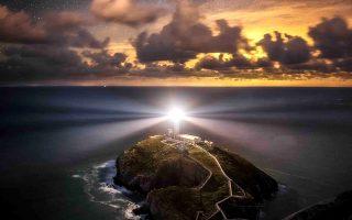 «Ο προστάτης» του Alyn Wallace από τη νότια Ουαλία, πρώτο βραβείο στην κατηγορία «Νυχτερινά τοπία» στον διαγωνισμό Landscape Photographer of the Year. © Alyn Wallace/Landscape Photographer of the Year