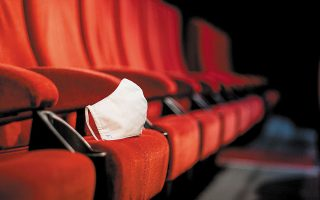 Νέες ταινίες μένουν μόνο τρεις εβδομάδες στις αίθουσες πριν πάρουν τον δρόμο για τις πλατφόρμες.