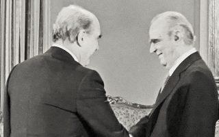 Το Σύνταγμα του 1975 κατάφερε να απορροφήσει τους κραδασμούς της αλλαγής του 1981 και την πρώτη συγκατοίκηση Καραμανλή - Παπανδρέου που επακολούθησε.