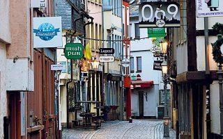 Η Γερμανία από χθες βρίσκεται σε «ήπιο lockdown» με κλειστούς όλους τους χώρους συναθροίσεων (εστιατόρια, καφέ, μπαρ κ.ο.κ.). Φωτ. Arne Dedert/dpa via A.P.