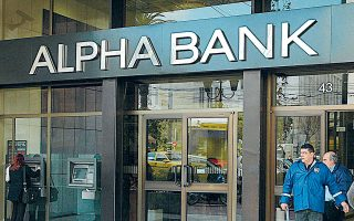 Η διοίκηση της Alpha Bank αναμένεται το προσεχές 10ήμερο να αναδείξει τον προτιμητέο επενδυτή με τον οποίο θα κάνει την τελική διαπραγμάτευση, προκειμένου η συναλλαγή να κλείσει έως τα τέλη του χρόνου.