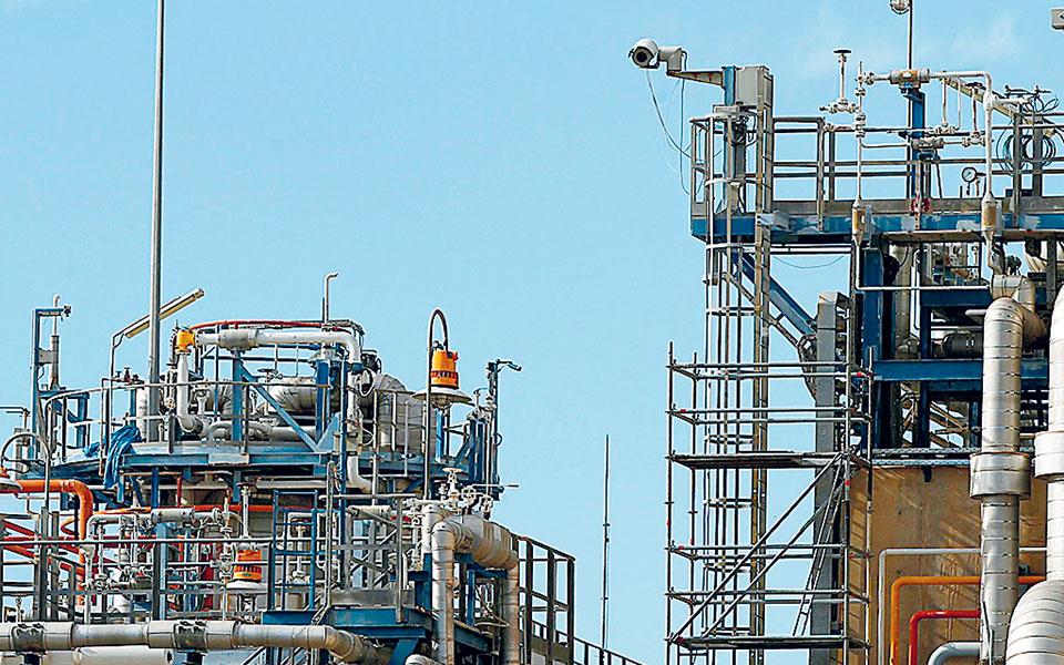 Οσον αφορά το μείγμα καυσίμου, την Κυριακή, πρώτη ημέρα λειτουργίας της προημερήσιας αγοράς, κυρίαρχο αναδείχθηκε το φυσικό αέριο (39%), με τις ΑΠΕ (26%) να ακολουθούν.