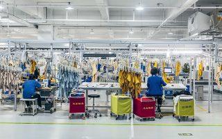 To ψηφιακό εργοστάσιο ενδυμάτων της Alibaba χρησιμοποιεί εφαρμογές τεχνητής νοημοσύνης και μπορεί να παραδώσει στους εμπόρους την παραγγελία τους σε διάστημα 15 ημερών, όταν υπό κανονικές συνθήκες χρειάζονται τουλάχιστον 3 μήνες.