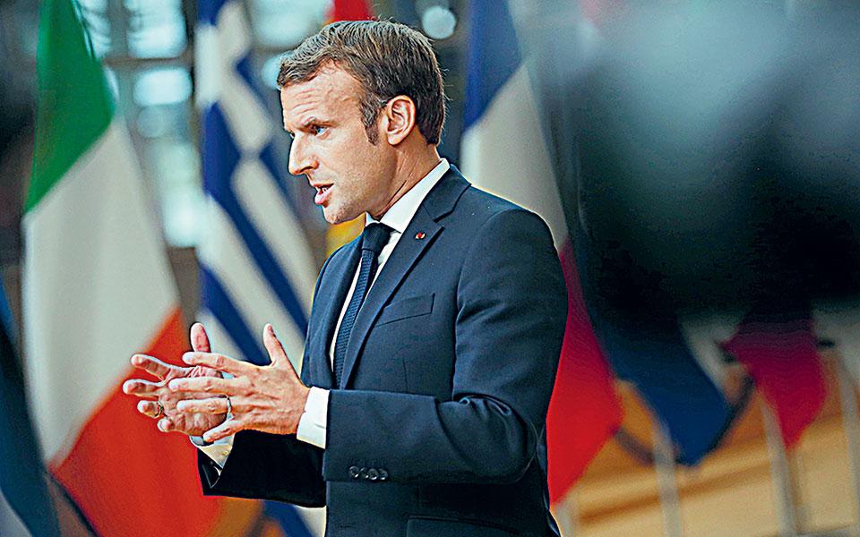 «Η Τουρκία έχει αυτοκρατορικές τάσεις στην Ανατολική Μεσόγειο και τούτο υπονομεύει τη σταθερότητα της περιοχής», υπογράμμισε ο Γάλλος πρόεδρος Εμανουέλ Μακρόν (φωτ. A.P. Photo/Francisco Seco, Pool).