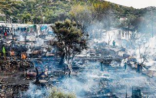 Η φωτιά τέθηκε υπό έλεγχο σχετικά σύντομα, ωστόσο πρόλαβε να κάψει περίπου 80 μικρές σκηνές (φωτ. A.P. Photo/Michael Svarnias).