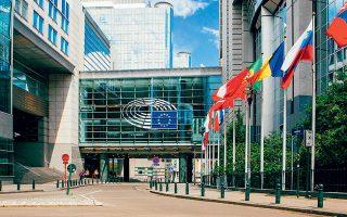 Σήμερα η Ευρωζώνη δεν διαθέτει όπως οι άλλες νομισματικές ζώνες ένα κεντρικό υπουργείο Οικονομικών, ένα εργαλείο δημοσιονομικής φύσης και μια συνεκτική τραπεζική ένωση.