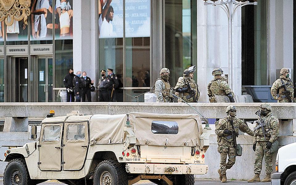Σε εγρήγορση η εθνική φρουρά της Πενσιλβάνια υπό τον φόβο ταραχών (φωτ. A.P. Photo/Matt Slocum).