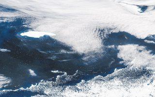 Το παγόβουνο A68a ζυγίζει εκατοντάδες δισεκατομμύρια τόνους. Το βύθισμά του δεν ξεπερνάει τα 200 μέτρα (λίγο για παγόβουνο τέτοιου μεγέθους). Φωτ. EPA.