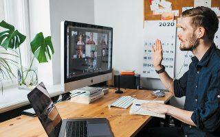 Tο υπουργείο Εργασίας, βλέποντας ότι η επέκταση της τηλεργασίας αλλάζει τα δεδομένα γι' αυτές που μέχρι πρότινος ονομάζαμε «δουλειές γραφείου», παράλληλα με την υποχρεωτική εφαρμογή του μέτρου στο 50% των εργαζομένων, καταρτίζει νέο θεσμικό πλαίσιο (φωτ. Shutterstock).
