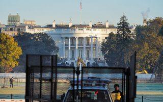 Η επόμενη ημέρα στις ΗΠΑ είναι ασαφής και θολή. Το αμερικανικό σύστημα τοποθετεί την ορκωμοσία του νέου προέδρου σε δυόμισι μήνες. Μέχρι τότε θα συνεχίσει να κυβερνάει ο Ντόναλντ Τραμπ (φωτ. A.P. Photo / Patrick Semansky).