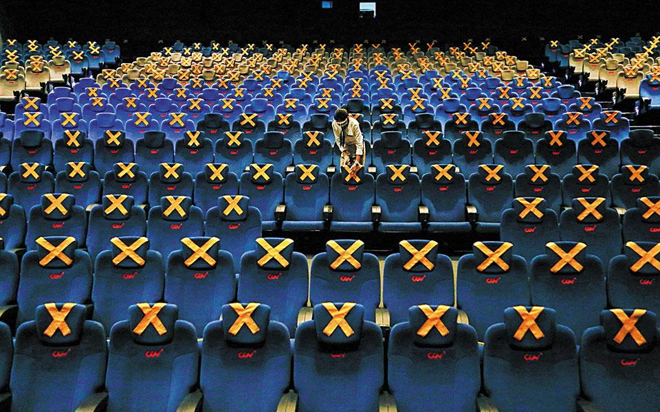 Με 10 ευρώ ανά θέση τα θέατρα, 4 ευρώ τα σινεμά για τρεις μήνες.