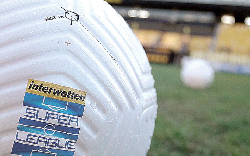 Οι αγώνες της Σούπερ Λιγκ 1, όπως και τα ευρωπαϊκά ποδοσφαιρικά ματς θα διεξαχθούν κανονικά το επόμενο διάστημα. Το ίδιο θα συμβεί και στο μπάσκετ (φωτ. INTIMENEWS).