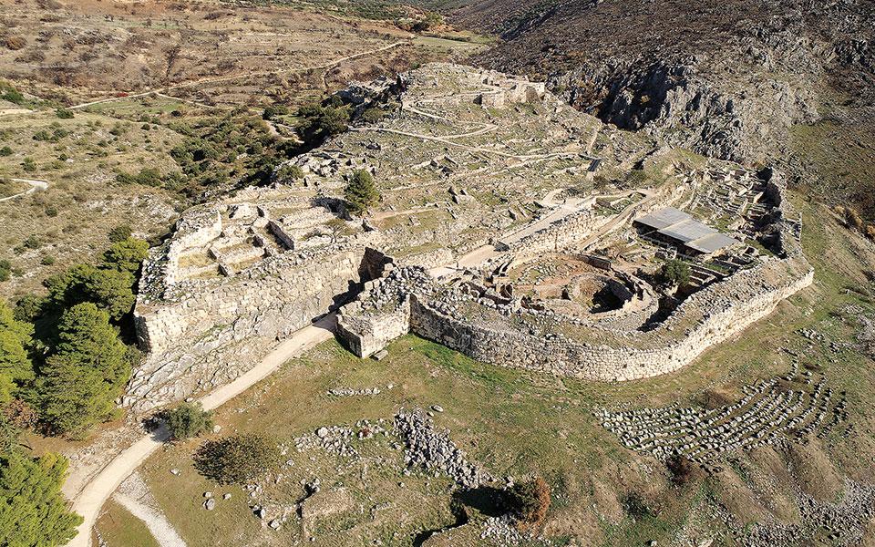 Ο αρχαιολογικός χώρος των Μυκηνών όπως είναι σήμερα, μετά το φυσικό του «πρασίνισμα».