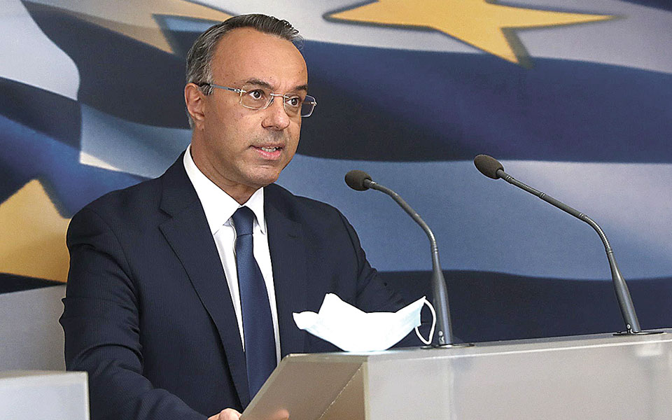 Οι εξελίξεις, όπως τόνισε ο υπουργός Οικονομικών Χρ. Σταϊκούρας, επιβεβαιώνουν ότι πρέπει να διατηρούμε και επαρκές «οπλοστάσιο», ειδικά όταν γνωρίζουμε ότι η επιστροφή στην κανονικότητα θα αργήσει. Σήμερα τα ταμειακά διαθέσιμα ανέρχονται σε 37,5 δισ. ευρώ (φωτ. INTIME).