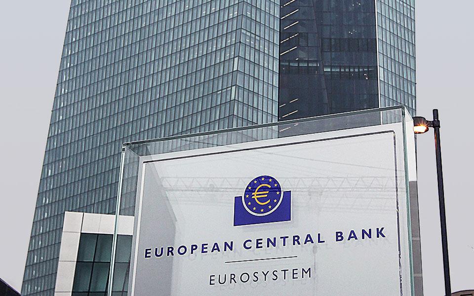 Η ΕΚΤ είναι ο καθοριστικός παράγοντας πίσω από την αποκλιμάκωση των αποδόσεων στα ελληνικά ομόλογα.