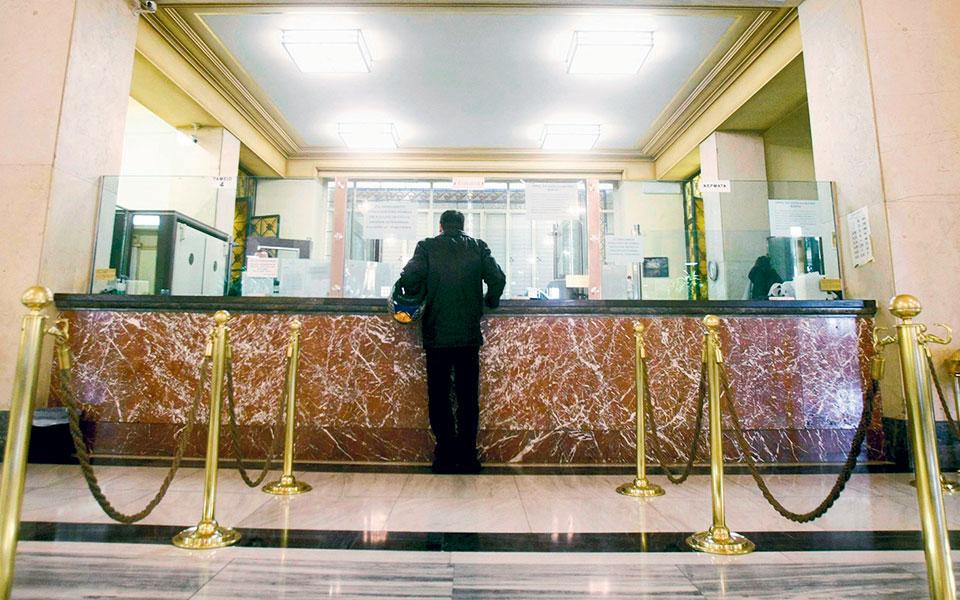 Η επιβολή του δεύτερου lockdown αναμένεται να αυξήσει τα δάνεια που βρίσκονται σε αναστολή πληρωμών και να οδηγήσει σε αναθεώρηση των αρχικών εκτιμήσεων των τραπεζών για τα NPEs.