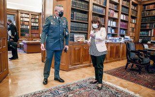 H Πρόεδρος της Δημοκρατίας Κατερίνα Σακελλαροπούλου ενημερώθηκε χθες από τον αρχηγό ΓΕΕΘΑ Κωνσταντίνο Φλώρο για την κατάσταση στην Ανατολική Μεσόγειο και τον ρόλο των Ενόπλων Δυνάμεων (φωτ. INTIME NEWS).