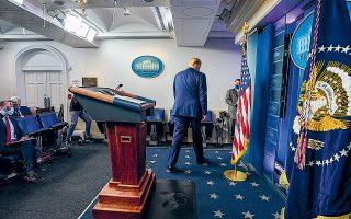Οι εκλογικές αντοχές που επέδειξε ο Nτόναλντ Τραμπ επιβεβαιώνουν ότι η Αμερική είναι χωρισμένη σε δύο κόσμους (φωτ. A.P. Photo / Evan Vucci).
