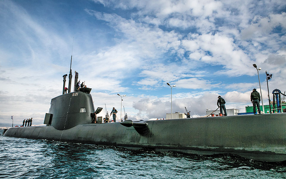 Το «Πιπίνος» (φωτ.) ήταν το δεύτερο υποβρύχιο τύπου 214, μετά το «Παπανικολής», που παραδόθηκε στην Ελλάδα. Ολοκληρώθηκε το 2014 στα Ναυπηγεία Σκαραμαγκά από το Πολεμικό Ναυτικό. Ακολούθησαν τα «Ματρώζος» και «Κατσώνης», το 2015. (Φωτ. )