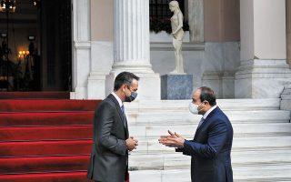 Ο πρόεδρος της Αιγύπτου, Αμπντέλ Φατάχ αλ Σίσι, δήλωσε από την Αθήνα ότι η χώρα του θα σταθεί δίπλα στην Ελλάδα για τα δικαιώματά της και για οποιοδήποτε θέμα που αφορά την ασφάλεια της χώρας και τα θαλάσσια σύνορα. Σε θερμό κλίμα διεξήχθησαν οι συνομιλίες με την Πρόεδρο της Δημοκρατίας Κατερίνα Σακελλαροπούλου και τον πρωθυπουργό Κυριάκο Μητσοτάκη (φωτ. A.P. Photo / Yorgos Karahalis, Pool).