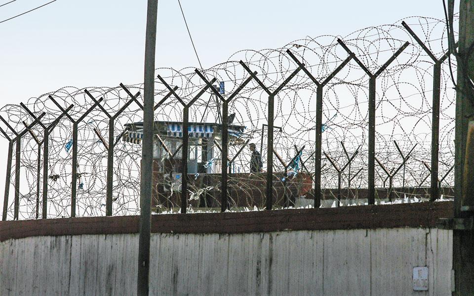 Σε συνολικά 16 από τα 34 καταστήματα κράτησης υπάρχουν κρούσματα κορωνοϊού, σύμφωνα με ανακοίνωση της Ομοσπονδίας Σωφρονιστικών Υπαλλήλων (φωτ. INTIME NEWS).