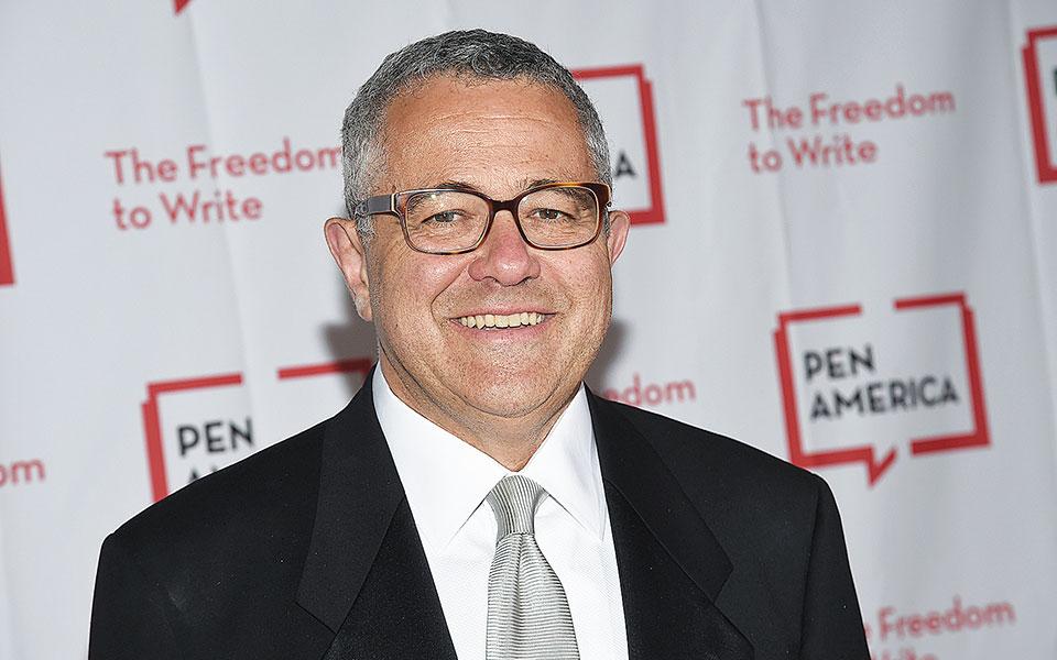 Οι ανταποκρίσεις του 60χρονου πρώην δικηγόρου Tζέφρι Τούμπιν από τη δίκη του Ο. Τζ. Σίμπσον για τη δολοφονία της γυναίκας του, αλλά και οι νομικές αναλύσεις του στο δίκτυο CNN, τον κατέστησαν ευρύτερα γνωστό (φωτ. A.P.).
