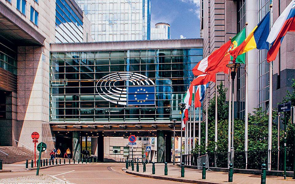 Ισχυρό το ενδεχόμενο να «παγώσει» η έγκριση του πακέτου 1,8 τρισ. που θεωρείται κομβικό για την ανάκαμψη της ευρωπαϊκής οικονομίας.