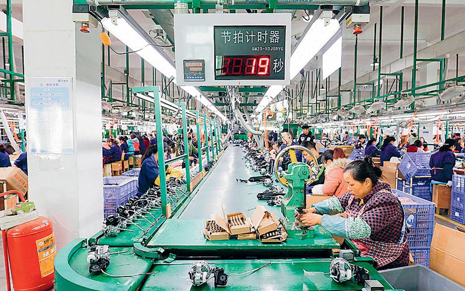 Η βιομηχανική παραγωγή αυξήθηκε τον Οκτώβριο κατά 6,9%, υπερβαίνοντας τις προβλέψεις των οικονομολόγων που μιλούσαν για αύξηση 6,5%.
