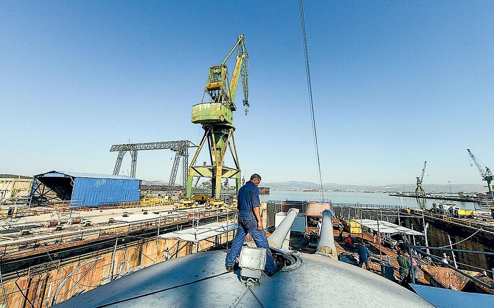 Η ταυτόχρονη υποβολή δεσμευτικών προσφορών για το κυρίως ναυπηγείο με την προκήρυξη του διαγωνισμού για το ακίνητο της ΕΤΑΔ έχει σχεδιαστεί έτσι ώστε να δοθεί η δυνατότητα σε όποιον ενδιαφερθεί για τον πρώτο διαγωνισμό να διεκδικήσει και το όμορο συγκρότημα, ενοποιώντας τις υποδομές.
