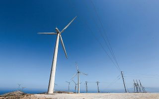 Σύμφωνα με έκθεση της Axia Research, οι προτάσεις του υπουργείου Περιβάλλοντος και Ενέργειας αντιμετωπίζουν τον βραχυπρόθεσμο αντίκτυπο της πανδημίας με τον λιγότερο οδυνηρό τρόπο για τους συμμετέχοντες στην αγορά ηλεκτρικής ενέργειας και, το πιο σημαντικό, ενισχύουν περαιτέρω τη μακροπρόθεσμη βιωσιμότητα της αγοράς.