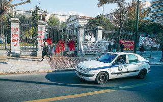 Το σχέδιο της ΕΛ.ΑΣ. προβλέπει, μεταξύ άλλων, μπαράζ προελέγχων από αστυνομικούς της Ασφάλειας, ούτως ώστε να μην επιτραπεί σε μεμονωμένα άτομα ή μεγαλύτερες ομάδες να φτάσουν στο κέντρο της πόλης (A.P. Photo/Thanassis Stavrakis).