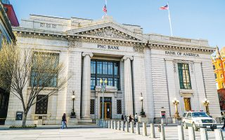 Η τράπεζα PNC εξαγόρασε την αμερικανική θυγατρική της ισπανικής τράπεζας BBVA έναντι 11,6 δισ. δολ., καταγράφοντας τη δεύτερη μεγαλύτερη συμφωνία στον κλάδο μετά την παγκόσμια χρηματοπιστωτική κρίση.