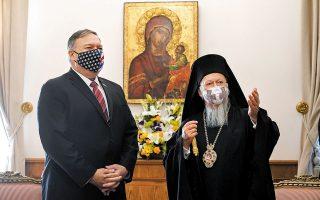 Βασικό εταίρο των ΗΠΑ στην υποστήριξη της θρησκευτικής ελευθερίας ανά τον κόσμο χαρακτήρισε χθες ο Μάικ Πομπέο το Οικουμενικό Πατριαρχείο, κατά τη διάρκεια της συνάντησής του με τον Προκαθήμενο της Ορθοδοξίας κ.κ. Βαρθολομαίο. Η στάση Πομπέο στο Φανάρι, δίχως καμία άλλη επαφή με Τούρκους αξιωματούχους, έχει εξοργίσει την Αγκυρα (φωτ. Patrick Semansky / Pool via REUTERS).