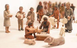 Eργο από την έκθεση σύγχρονων μικρογλυπτών του καλλιτέχνη Γιάννη Καστρίτση με τίτλο «Ο δρόμος προς τη θυσία», που διοργανώνει η Εφορεία Αρχαιοτήτων Φλώρινας στο Αρχαιολογικό Μουσείο της πόλης. Εως τις 31/1/2021.