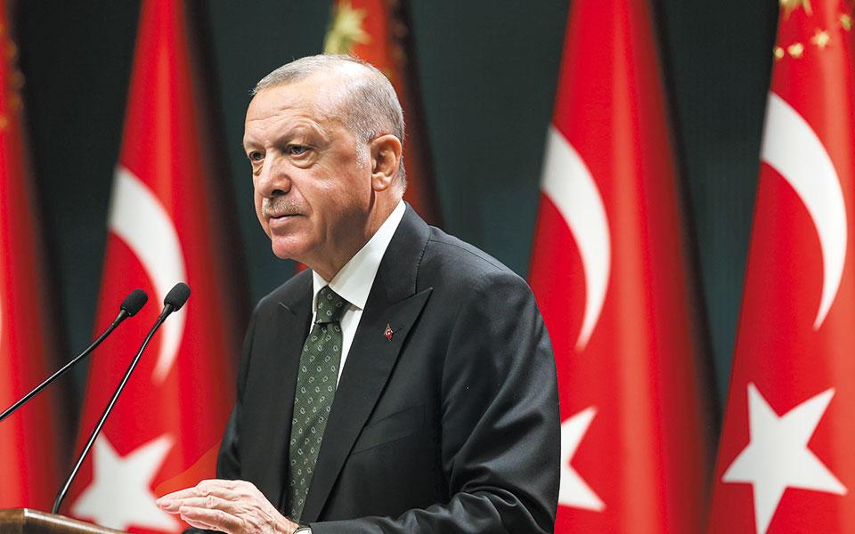 «Δεν είναι δυνατόν να εξηγήσεις την οικονομία σε κάποιον που δεν γνωρίζει τι είναι το Κυπριακό», είπε χθες ο Ταγίπ Ερντογάν, κατά την ομιλία του στην Ενωση Χρηματιστηρίων και Επιμελητηρίων της Τουρκίας (φωτ. Turkish Presidency via A.P., Pool).