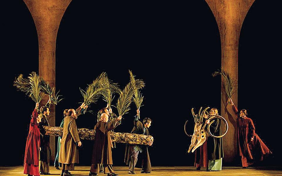 Την «Αποκάλυψη», που παρουσιάστηκε στην Κεντρική Σκηνή της Στέγης, προβάλλει το Ιδρυμα Ωνάση μέσα από το ψηφιακό κανάλι του (Onassis Foundation).
