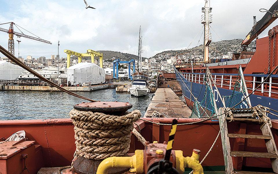 Η εμπορική ναυτιλία, οι ναυπηγοεπισκευαστικές εγκαταστάσεις, οι λιμένες και οι συναφείς υποδομές τους, η αλιεία και οι ωκεανογραφικές επιστημονικές μελέτες συνιστούν, μεταξύ άλλων, συντελεστές της θαλάσσιας ισχύος και, παράλληλα, εργαλεία προβολής της ελληνικής ήπιας ισχύος (φωτ. INTIME NEWS).