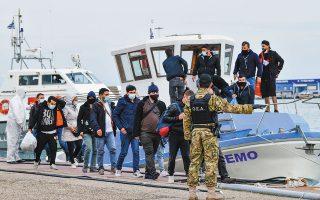 Οι 33 από τους συνολικά 65 μετανάστες που επιβιβάστηκαν στο σκάφος «Nemo» ήταν Τούρκοι, που δήλωσαν διωκόμενοι από το καθεστώς του Ρετζέπ Ταγίπ Ερντογάν (φωτ. από την αποβίβασή τους στο Κατάκολο, στις 3 Νοεμβρίου). Giannis Spyrounis/ilialive.gr via AP