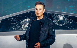 Ο Ελον Μασκ, διευθύνων σύμβουλος της Tesla, αμείφθηκε πέρυσι με 600 εκατ. δολ., ποσό σχεδόν 10.000 φορές υψηλότερο ενός μέσου μισθού στην ίδια επιχείρηση που είναι ελαφρώς κάτω των 60.000 δολαρίων.