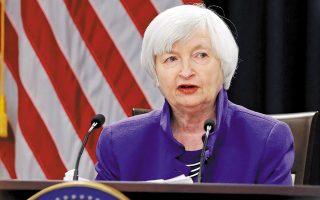 Σύσσωμος ο αμερικανικός Τύπος χαιρετίζει την επιλογή της 74χρονης Γέλεν, θεωρώντας ότι είναι η κατάλληλη οικονομολόγος για να κρατήσει όρθια την αμερικανική οικονομία μέσα στην τρικυμία της πανδημίας και να την βγάλει τελικά από αυτήν. Οπως τονίζει το Reuters, ως πρώην πρόεδρος της Federal Reserve, αλλά και με μακροχρόνια θητεία σε άλλες θέσεις στην ομοσπονδιακή τράπεζα των ΗΠΑ, η κ. Γέλεν έχει συγκεντρώσει εμπειρία δεκαετιών (φωτ. Reuters).