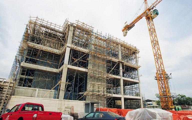 Για την ανάπτυξη του εμπορικού κέντρου στον Βοτανικό (φωτ.) η «Μπάμπης Βωβός - Διεθνής Τεχνική» είχε δανειστεί 125 εκατ. από την Τράπεζα Πειραιώς και την Alpha Bank. Η ματαίωση της επένδυσης την έφερε αντιμέτωπη με ένα περιουσιακό στοιχείο (το υπό κατασκευήν εμπορικό κέντρο) το οποίο δεν μπορούσε ούτε να πουληθεί ούτε, φυσικά, να αξιοποιηθεί ως ενέχυρο (φωτ. ΑΠΕ).