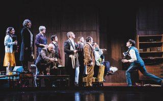 Η παράσταση «Τρεις αδελφές» θα προβληθεί αύριο, εγκαινιάζοντας την πλατφόρμα του θεάτρου «Προσκήνιο».