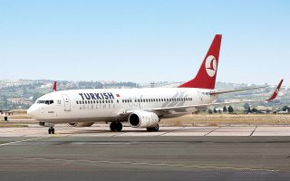 Η Turkish Airlines μείωσε τις αμοιβές προσωπικού και έδωσε άδεια άνευ αποδοχών σε ξένους πιλότους για να μειώσει το κόστος (φωτ. ΑΠΕ).