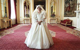 Το νυφικό που φοράει η Εμα Κόριν ως πριγκίπισσα Νταϊάνα στη σειρά «The Crown» μπορεί να παρατηρηθεί λεπτομερώς και με τη βοήθεια προβολών 360 μοιρών στη διαδικτυακή έκθεση του Netflix και του Μουσείου του Μπρούκλιν.