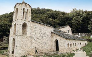 Η αναστηλωμένη Αγία Κυριακή του χωριού Αυλότοπος.
