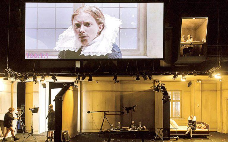 «Ορλάντο» σε παραγωγή του 2019 και σκηνοθεσία της Κέιτι Μίτσελ, διαδικτυακά, από το φημισμένο βερολινέζικο θέατρο  Σάουμπινε.
