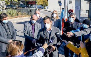 Από το νοσοκομείο της Δράμας, ο Αλ. Τσίπρας καταλόγισε τεράστιες ευθύνες στην κυβέρνηση και επανέλαβε τη θέση του για αυξήσεις μισθών στο υγειονομικό προσωπικό (φωτ. ΑΠΕ-ΜΠΕ/ΑΠΕ-ΜΠΕ/ΠΑΥΛΟΣ ΣΙΔΗΡΟΠΟΥΛΟΣ).